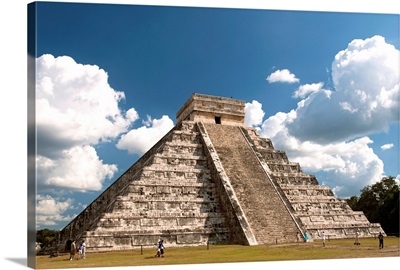 Mexico, Yucatan, Chichen Itza, El Castillo (also called the Pyramid of Kukulcan)