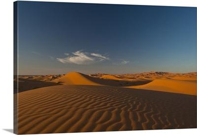 Morocco, Sand dune at dusk near Merzouga in Sahara Desert, Erg Chebbi area