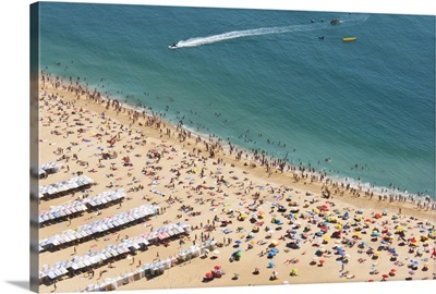Portugal, Nazare Beach seen from the old village of Sitio on top of the cliff, Nazare