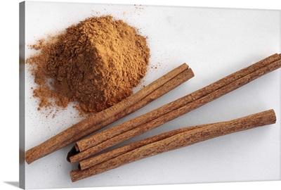 Spices, ground cinnamon and cinnamon sticks