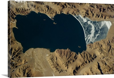 Himalayan lake, frozen at the shallow end
