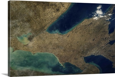 Huron, Erie and Ontario - Great Lakes in Spring flow