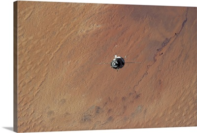 Soyuz in the Desert - coming up to dock with the Sahara below