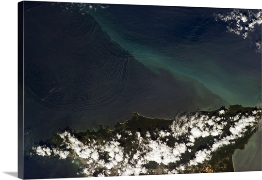 These bizarre waves off the shore of Trinidad were only visible for a moment