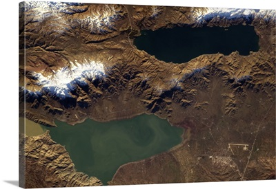 Two lakes, close but very different. L Hazar and Keban Reservoir, Turkey