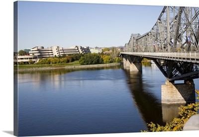 Alexandra Bridge between Quebec and Ontario