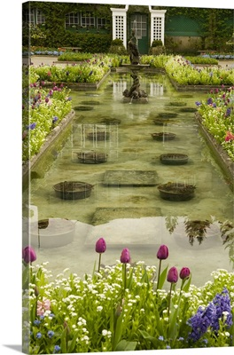 British Columbia, Butchart Gardens, Formal reflecting pool surrounded by spring bloom