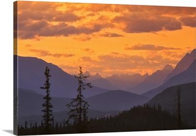 Canada, Alberta, Banff National Park, Mountain ridges at sunset