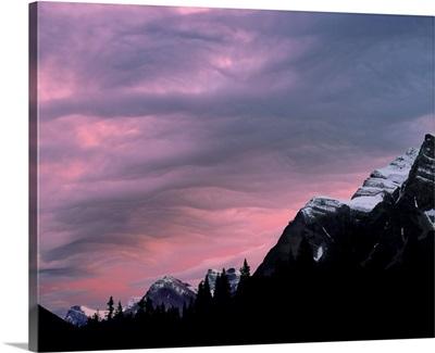 Canada, Alberta, Rocky Mountains, light from setting sun