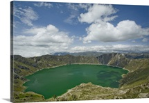 Ecuador, Quilotoa, Lake Quilotoa, a volcanic crater filled by an emerald lake