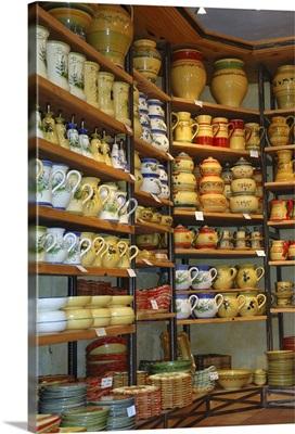 France, Les Baux de Provence, pottery store
