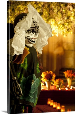 Mexico, Oaxaca, giant puppet greets visitors during Dias de los Muertos celebration