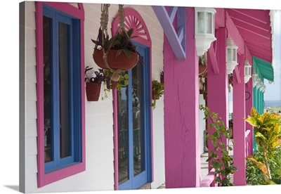 Mexico, Yucatan, Isla Mujeres, colorful shops
