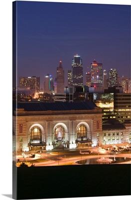 Missouri, Kansas City, Union Station and Kansas City Skyline