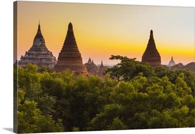Myanmar. Bagan. Dawn over the plains of Bagan