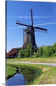 Netherlands, Zaanstad, Zaanse Schans, Windmills, Pathway along the canal