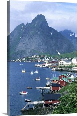 Norway, Lofoten Islands, Moskenesoya Island, Reine, above Arctic Circle