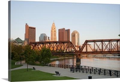 Ohio, Columbus: City skyline and the Scioto River