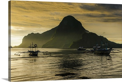 Outriggers at sunset in bay of El Nido, Palawan, Philippines