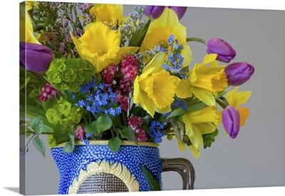 Spring flower bouquet in vase