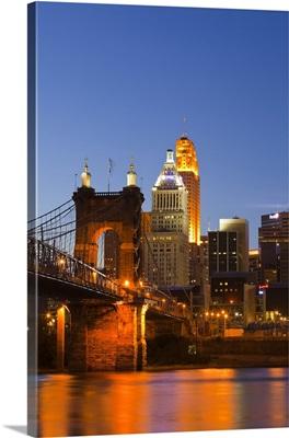 The skyline of Cincinnati, Ohio, USA at dusk