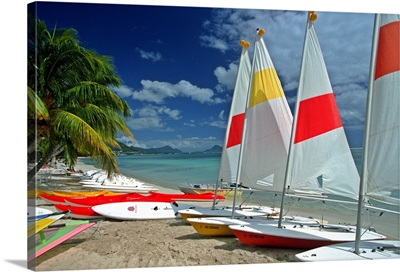 Africa, Mauritius, Sailing boats on the beach