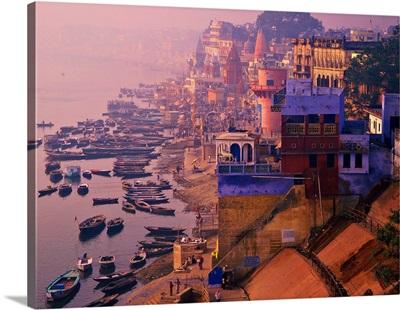 Asia, India, Uttar Pradesh, Varanasi, Ghat (steps on the riverside) along Ganges