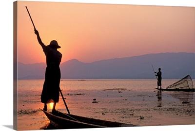 Asia, Myanmar, (Burma), Intha fishermen on Inle Lake