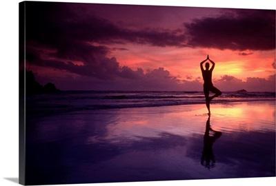 Asia, Sri Lanka, Ceylon, Southern Province, Bentota, yoga on the beach