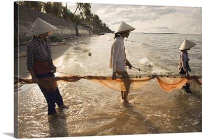 Asia, Vietnam, Fishermen hauling fishing nets