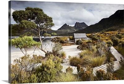 Australia, Tasmania, Cradle Mountain, boat shelter on Dove Lake