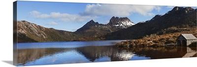 Australia, Tasmania, Cradle Mountain, boat shelter on the Dove Lake