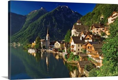 Austria, Oberosterreich, Hallstatt medieval village along Hallstatter See