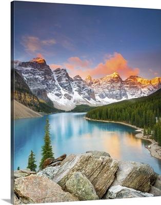 Canada, Alberta, Banff National Park, Moraine Lake, Valley of the Ten Peaks