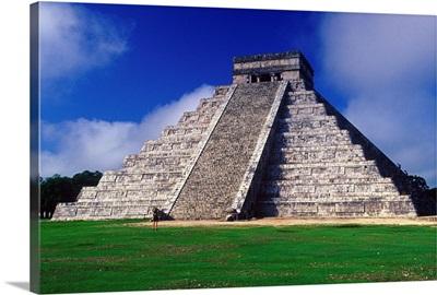 Central America, Mexico, Yucatan, Chichen Itza area, Kukulcan pyramid