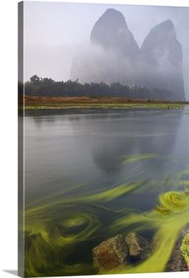 China, Guangxi Zhuangzu Zizhiqu, Guangxi, Xingping, Mountains on Li River