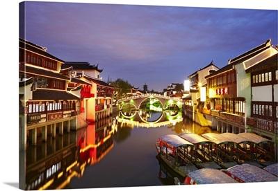 China, Shanghai, The old town of Qibao at dusk