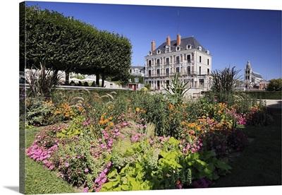 France, Centre, Loire Valley, Loir-et-Cher, Blois, View of Place du Chateau