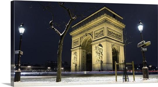 france ile de france paris arc de triomphe the arch in the snow