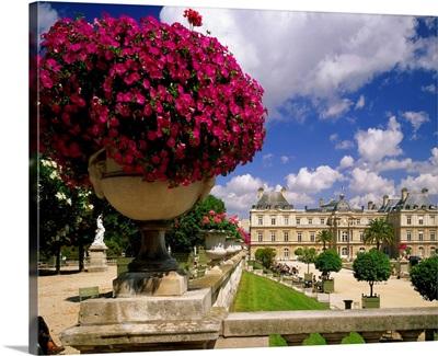 France, Paris, Jardin du Luxembourg, Palais du Luxembourg