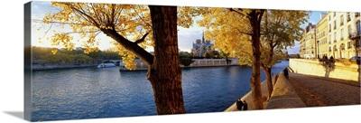 France, Paris, View of Senna river from Ile Saint Louis towards Notre Dame