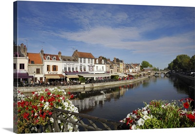 France, Picardie, Somme, Bars and restaurants on the bank of the River Somme
