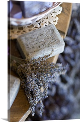 France, Provence-Alpes-Cote d'Azur, Valensole, Lavender-soap and lavender