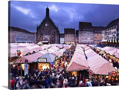 Germany, Bavaria, Christmas market at Hauptmarkt with Frauenkirche