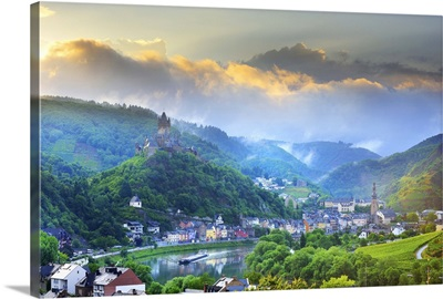 Germany, Moselle Valley, Cochem, Cochem Imperial Castle and Moselle River