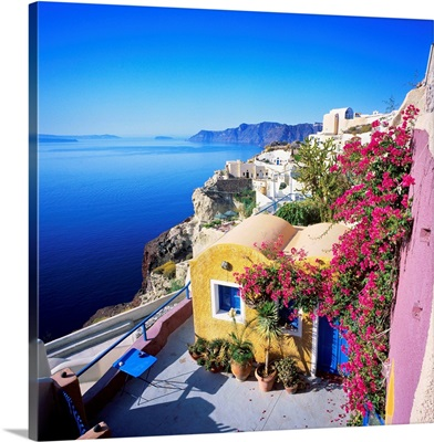Greece, Aegean islands, Cyclades, Santorini, Oia, traditional houses and the crater