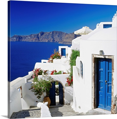 Greece, Aegean islands, Cyclades, Santorini, traditional houses and the crater