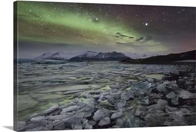 Iceland, Jokulsarlon, Jokulsarlon, Northern lights over Jokulsarlon glacier lagoon