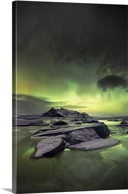 Iceland, Northern lights over Fjallsarlon Glacier Lagoon