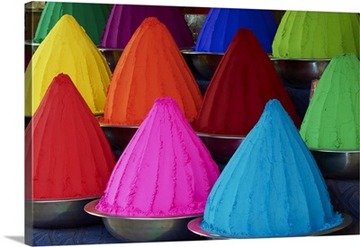 India, Karnataka, Mysore, Devaraja market, color powder